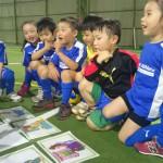 【英語サッカースクール】『子ども成長ストーリー』Vol.1 ~泣いて泣いて、また起き上がる~